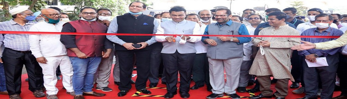 """The Union Minister for Minority Affairs, Shri Mukhtar Abbas Naqvi and the Chief Minister of Goa, Shri Pramod Sawant inaugurating the 28th """"Hunar Haat"""", at Kala Academy, Campal, in Panaji, Goa on March 27, 2021."""