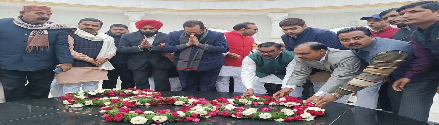 Hon'ble Minister (MA), Shri Mukhtar Abbas Naqvi unfurled national flag on Republic Day at Gandhi Samadhi in Rampur (UP). Paid tributes to Mahatma Gandhi on the occasion. UP Minister Shri Baldev Singh Aulakh, DM and other dignitaries were also present.