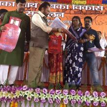 Participated in various programmes in Pakur, Jharkhand and informed people about 3 years achievements of @narendramodi Govt.and distributed free LPG gas connections to women under Ujjwala Yojana