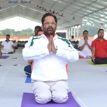 performed Yoga with Jharkhand CM Shri Raghubar  Das & a large number of people from all walks of life on the occasion of International Yoga Day at Prabhat Tara Maidan, Dhurwa in Ranchi.