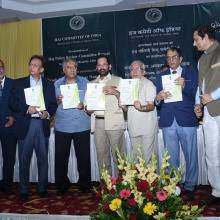 On 7th October, 2017, the Committee presented its Report to the Honorable Minister of Minority Affairs Shri Mukhtar Abbas Naqvi in the presence of Secretary (Minority Affairs), Shri Ameising Luikham, Chairman of Haj Committee of India,